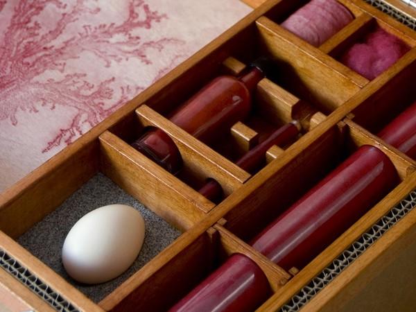 Marco Paganini, Inside 5, 2014. Acetato, cartone, cotone, legno, pigmento, punteruolo, sabbia, uovo, vetro, 50x37x26 cm.