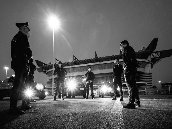 Carlo Mari. Io Milano. Aprile 2020. La città vista dai Carabinieri attraverso l'occhio di un fotografo, P.le Angelo Moratti