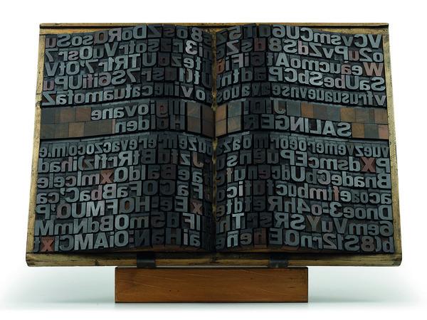 Giorgio Milani, Omaggio a Salinger, Assemblaggio di caratteri tipografici di legno, 2005, 57x80x10cm.