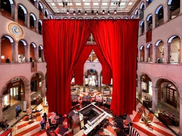 Second Act, installazione site-specific di Maarten Baas, Fondaco dei Tedeschi, Venezia