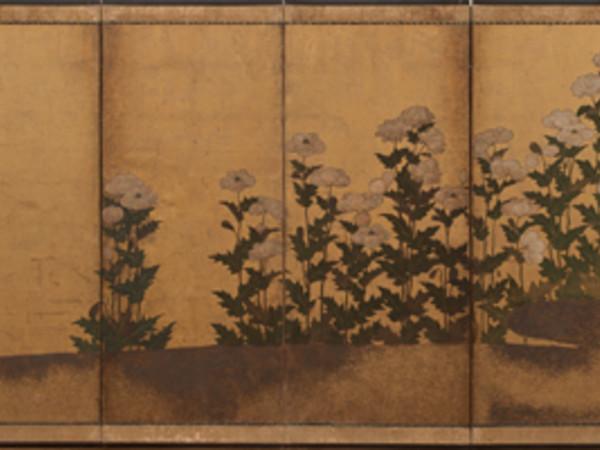 Paesaggio con papaveri e crisantemi Metà del Periodo Edo (1615-1867), XVII secolo Paravento a sei ante, fondo in oro