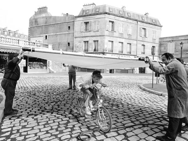 Katharine Hepburn sul set di La pazza di Chaillot, Nizza, 1968. Da Freeze Frame: Second Cut di Douglas Kirkland, copyright © 2017, pubblicato da Glitterati Incorporated