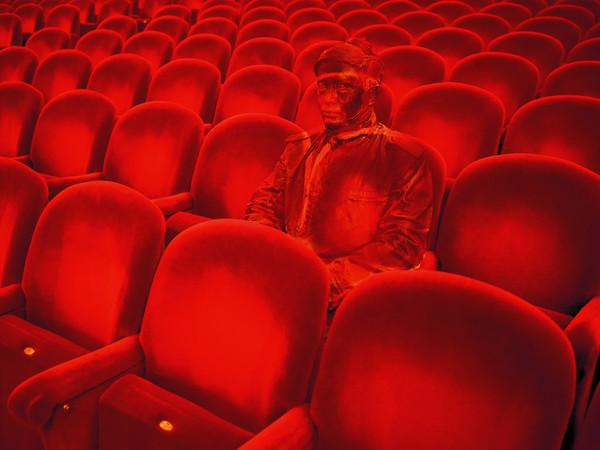 """Liu Bolin, Teatro alla Scala, dalla serie fotografica """"Hiding in the City"""""""