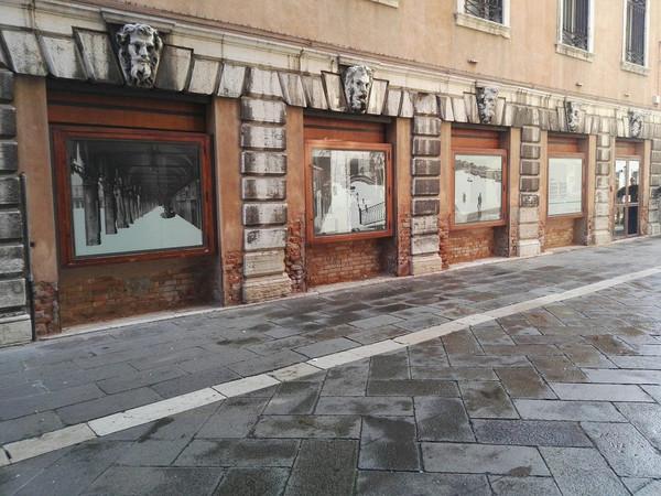 Vetrine accese. Gli artisti degli atelier in Piazza San Marco, Venezia