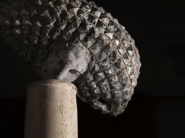 Girolamo Ciulla, Particolare gruppo di 4 colonne con teste travertino, cm. 205