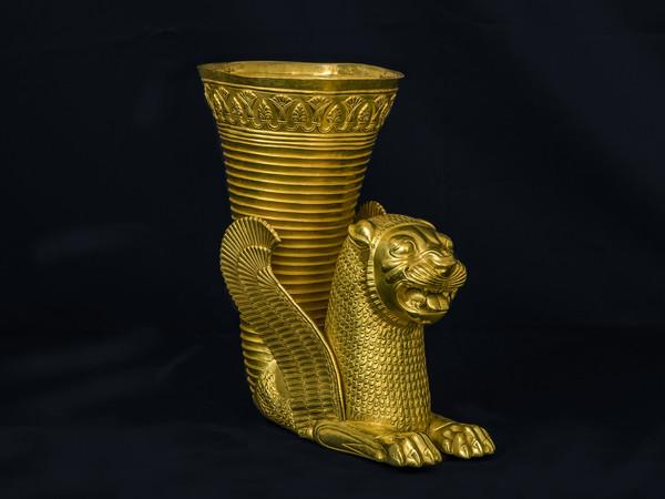Ecbatana di periodo achemenide, V secolo a.C., da Hamadan (Iran occidentale), Oro, 19.5 x 12.8 x 22.3 cm, 892 gr<br />