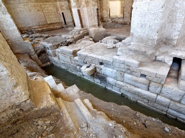 Mura, bitte e banchine scoperte durante i lavori per il Polo del Contemporaneo