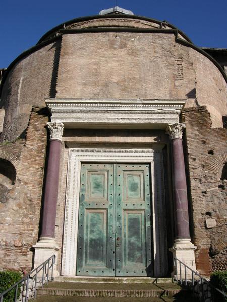 Tempio del Divo Romolo