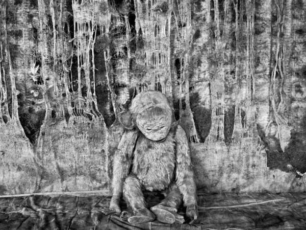 Roger Ballen, Pathos, 2005. Stampa fotografica in bianco e nero, esemplare n° 3/10, 80x80 cm. Collezione privata, Francia