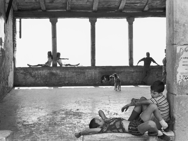 Henri Cartier-Bresson, Simiane-La Rotonde, France, 1969, èpreuve gèlatino-argentique de 1973