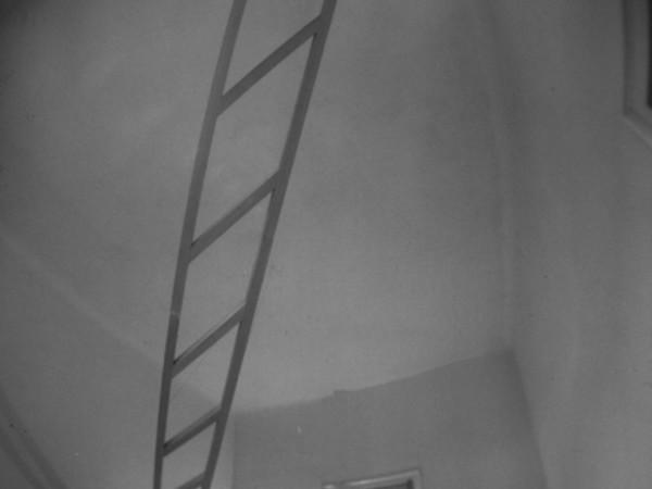 Marco Bagnoli, La Voce. Nel giallo faremo una scala o due al bianco invisibile, 1975, legno / wood