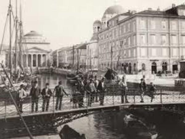 <em>Ponte Rosso sul Canal Grande a Trieste</em> | Foto: Giuseppe Wulz © Archivi Alinari<br />
