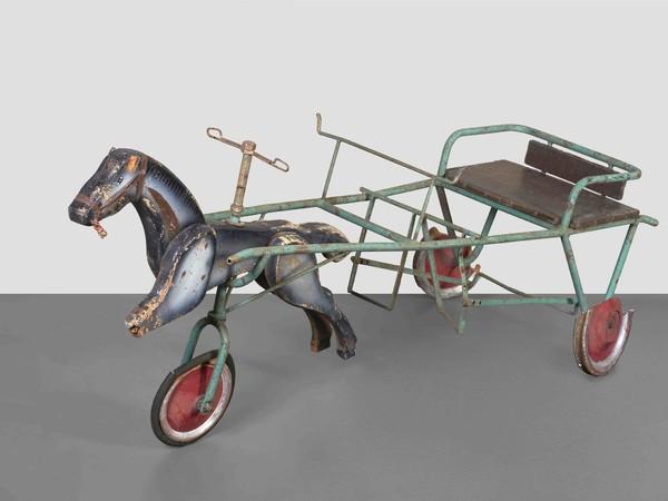 Cavalluccio con calesse a pedali appartenuto ai nipoti di Giuseppe Terragni