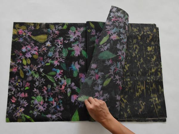 Elena Hamerski, Foresta Nera, libro d'artista composto da 36 disegni, 2017, olio di lino pastelli acquerellabili e carbone su carta, cm. 50x74 cm.
