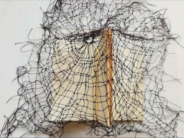 Maria Grazia Tata, Ex libris Alda Merini 'La clinica dell'abbandono', 2018, filo, libro