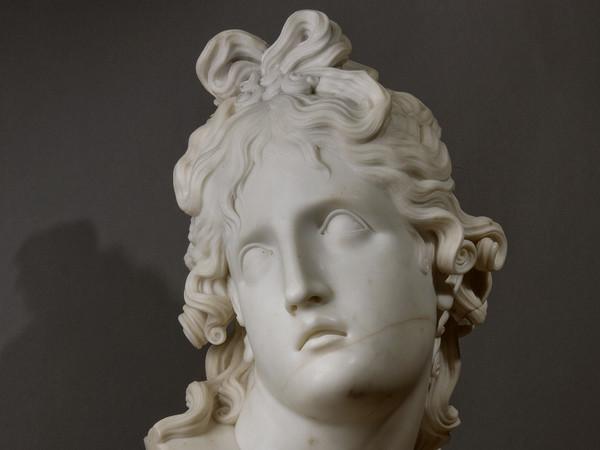 Antonio Canova, Testa del Genio della morte, 1791, Marmo, 36 х 86 x 38 cm | Foto: © Alexander Koksharov, San Pietroburgo, Museo Statale Ermitage, 2019