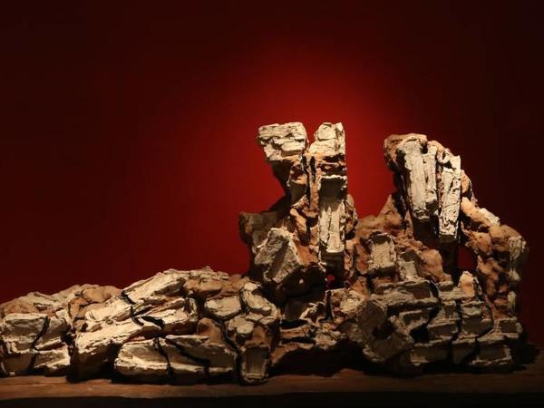 Leoncillo, Amanti antichi, 1965, terracotta smaltata, cm. 80x180x40