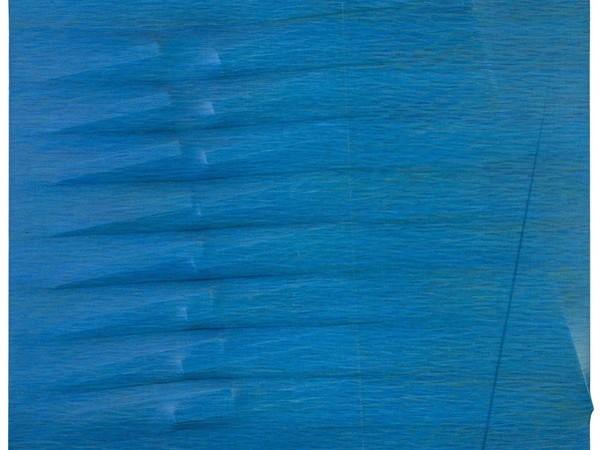 Agostino Bonalumi ®, Blu, 1989. Tela estroflessa e vinavil colorato 80x99 cm.