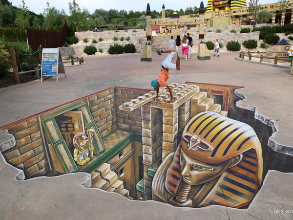 "Leon Keer, Opera realizzata al ""Legoland"" di Günzburg (Germania), 2014"