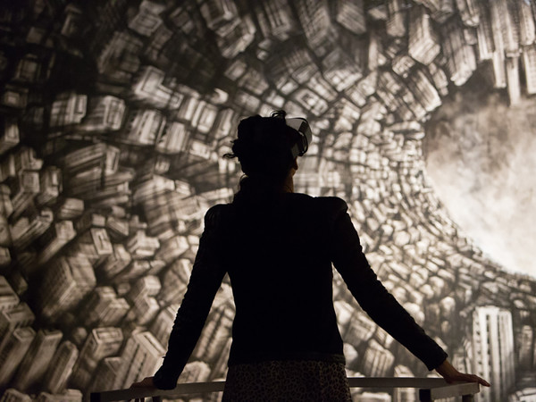 Fabio Giampietro, Hyper planes of Symultaneity, 2016, Installazione multimediale, 10 mt. x 3 mt. Realizzata in collaborazione con il Visual Designer Alessio De Vecchi