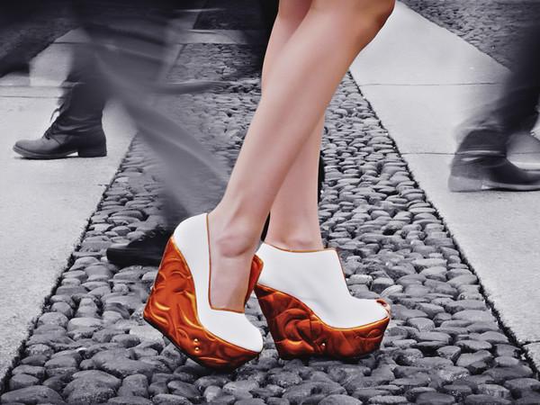 Walking the art - Skultoshoes (le scarpe si vestono d'arte)