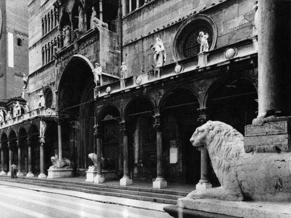 Gianni Berengo Gardin, Facciata del Duomo di Cremona, 1985. Archivio storico fotografico Aem, Fondazione Aem-Gruppo A2A, Milano