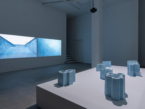 Nazgol Ansarinia – Pools and Voids, installation view at Galleria Raffaella Cortese, Milan, 2021 I Ph. Lorenzo Palmieri