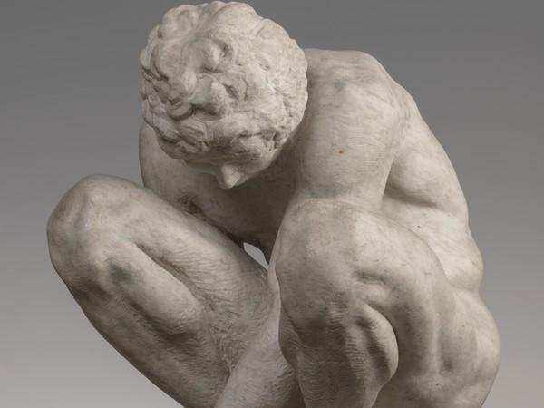 Michelangelo Buonarroti,<em>L'adoloescente (Ragazzo accosciato).</em>Statua in marmo,h. 54 cm.San Pietroburgo, Museo Statale Ermitage<br />