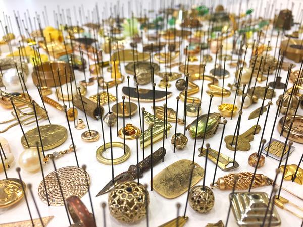 Alice Padovani, Chrysina Resplendens Nest, serie Collezione di una gazza ladra, 2020, cm. 100x100x20, particolare