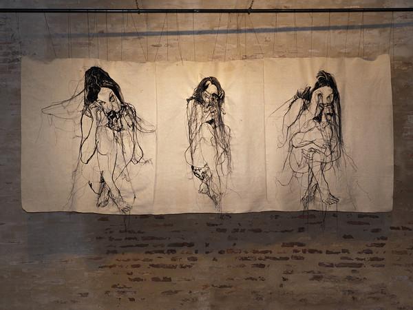 Lucia Nanni, Rosa da Lima, trittico, 2017. Canapa intelata lavorata a macchina da cucire, cm. 150x320