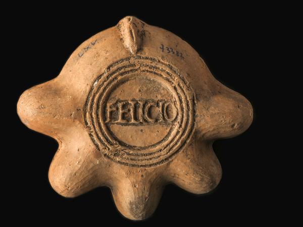 Lucerna in argilla con bollo &ldquo;FELICIO&rdquo; datata II d.C, reperto appartenente alla collezione del MAN &copy; G. Baronchelli /Museo Archeologico Nazionale di Aquileia<br />