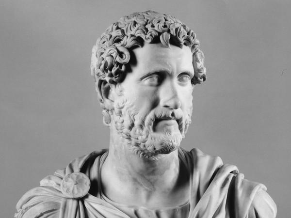Busto loricato di Antonino Pio, Metà II secolo d.C, Marmo bianco, 80 cm, Collezione Farnese Napoli, Museo Archeologico Nazionale