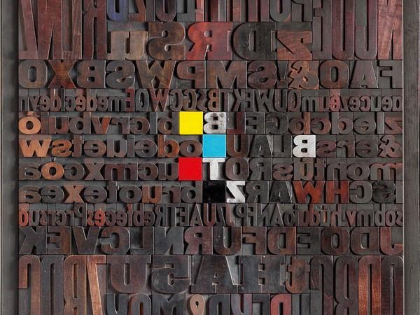 Giorgio Milani, Poetario Quadricromia, 2002. Assemblaggio di caratteri tipografici di legno, 100x100 cm.