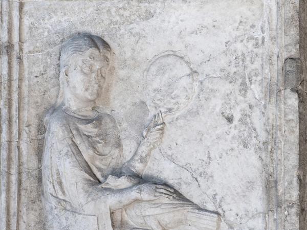 Gallerie Lapidarie, l'ara di Maia Severa, sempre bella