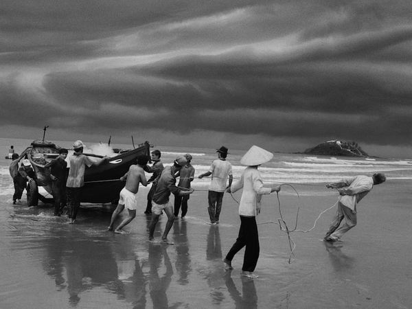 Sebastião Salgado, The beach of Vung Tau, formerly named Cap Saint Jacques, from where the majority of boat people left. Southern Vietnam. 1995