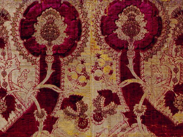 50170e9a2d Frammento di tessuto, Manifattura italiana, Seconda metà del XV secolo,  Recanati, Museo