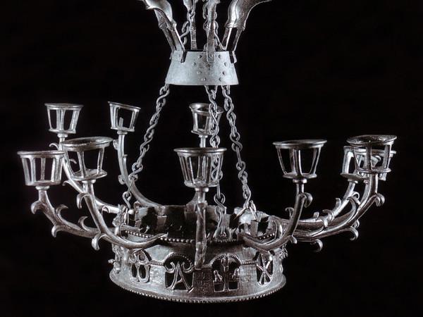 Sezione VI.4, il lampadario in bronzo
