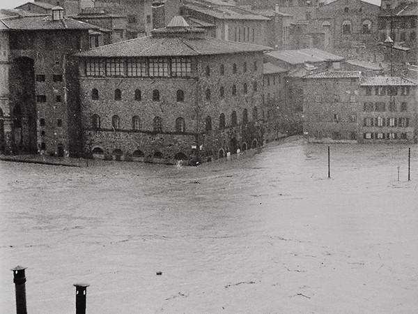 Palazzo Castellani, sede dell'Istituto e Museo di Storia e della Scienza (oggi Museo Galileo), circondato dalle acque dell'Arno