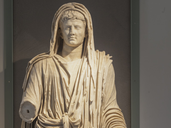 Sezione III.1, la statua di Augusto
