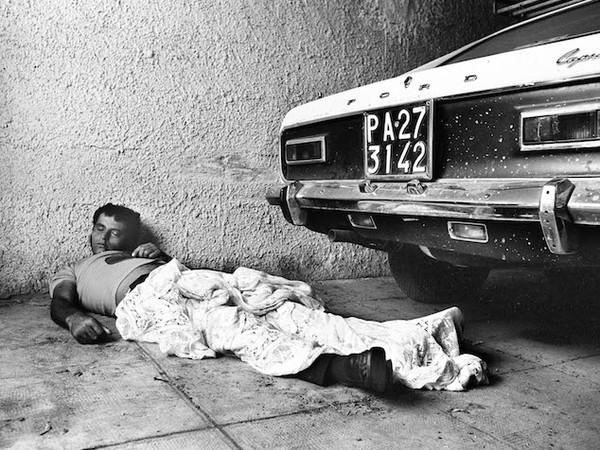 Letizia Battaglia, <em>Omicidio targato Palermo</em>, 1975 | Courtesy of Letizia Battaglia<br />