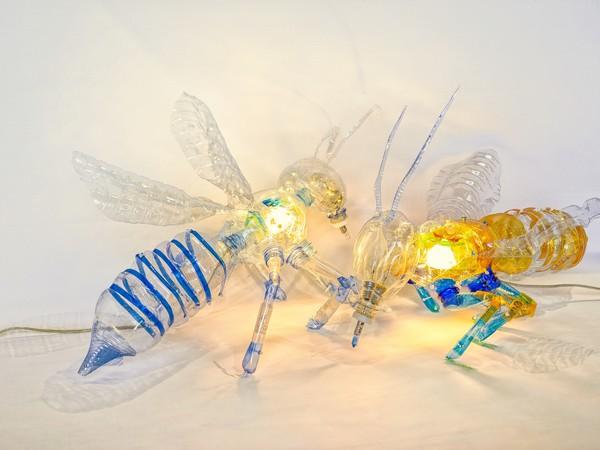 Danilo Marchi, Ape bionica, 2020, PET riciclato, fascette di nylon, led e lampadine, 45x25x28 cm. ciascuna I Ph. Mario Zenoglio