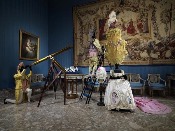 Foto d'allestimento della mostra Napoli Napoli di lava, porcellana e musica, Museo e Real Bosco di Capodimonte, Napoli, 2019.