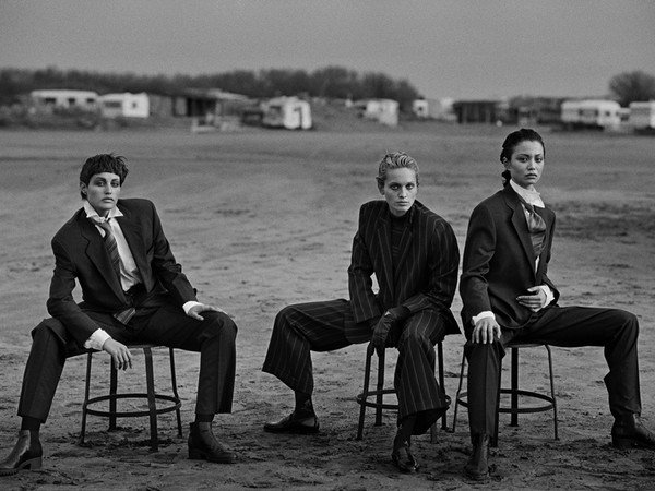 Peter Lindbergh, Alessandra Carlsson, Beri Smither, Harue Miyamoto, Beauduc 1989. Emporio Armani Magazine #10