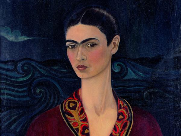 Frida Kahlo, Autoritratto con vestito di velluto, 1926, Olio su tela, 79.7 x 59.9 cm, Museo Dolores Olmedo, Messico, Riproduzione formato Modlight | © Banco de México Diego Rivera & Frida Kahlo Museums Trust, México D.F.