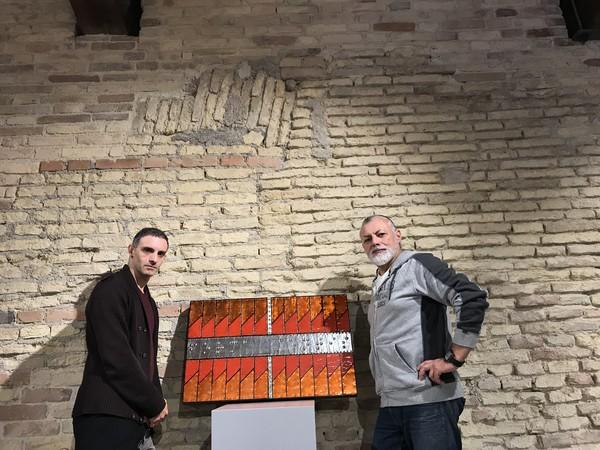 Sadro Bartolacci e Claudio Fazzini con l'opera Forma mentis di Sandro Bartolacci