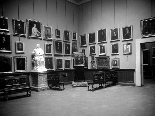 Una rara fotografia della Gioconda esposta agli Uffizi nel dicembre 1913