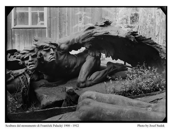 Josef Sudek, Scultura dal monumento di František Palacky, 1908-1912