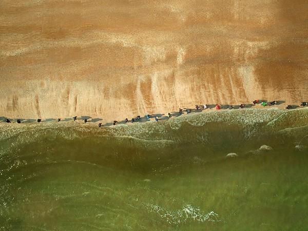 Filippo Berta, Sulla retta via (On the straight and narrow), 2014, Video HD