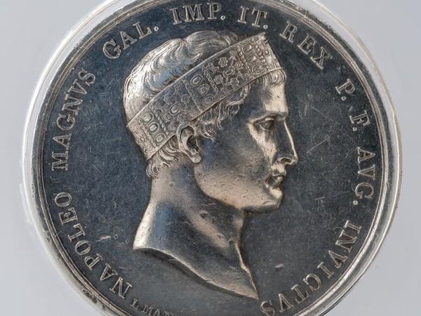Luigi Manfredini, Medaglia commemorativa della vittoria di Wagram, recto Napoleone con la Corona Ferrea, 1809. Collezione privata