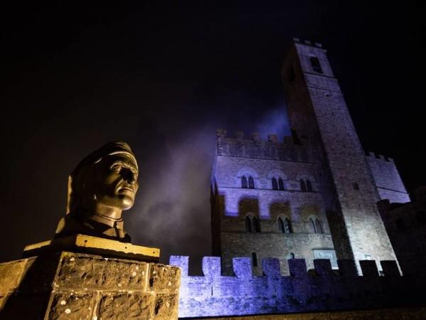 Massimo Sestini, Busto di Dante, Castello di Poppi (AR)